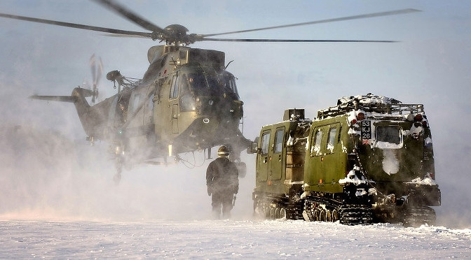 1024px-Royal_Navy_Sea_King_Mk4_Helicopter_Drills_in_Norway_MOD_45153634 2014