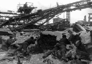 Stalingrad_-_ruined_city Description  Soviet soldiers crawling in the rubbles of Stalingrad.  Date  Source www.katardat.org:marxuniv:2002-SUWW2:Images:images05-stalingrad.html Auteur Gerogij Zelma