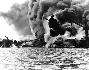 USS_Arizona_burning-Pearl_Harbor sc
