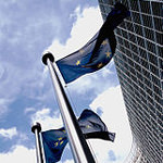 European flag outside the Commission by By Xavier Häpe (http://www.flickr.com/photos/vier/192493917/) [CC-BY-2.0 (http://creativecommons.org/licenses/by/2.0)], via Wikimedia Commons