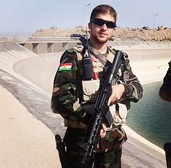 Peshmerga_soldier_at_the_dam_of_Mosul