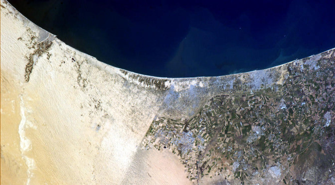 Border_between_Israel_and_Egypt_visible_from_space 2014