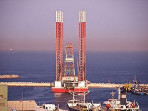 320px-Oil_Rig_at_Port_Khaled_(Sharjah,_UAE)