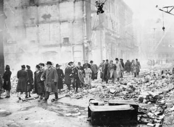 Bomb_Damage_in_London_during_the_Second_World_War_HU36157 sc